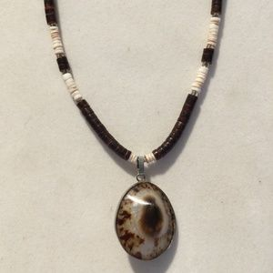 Cool Vintage Shell Necklace